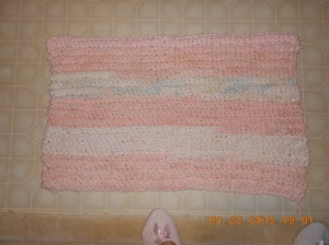 I've rotated the different shades of sack strips in this rug and used 6 balls.  One ball contains one sack.  Finished rug.