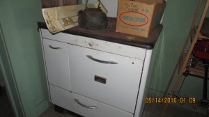 Wood cookstove in excellent  shape.